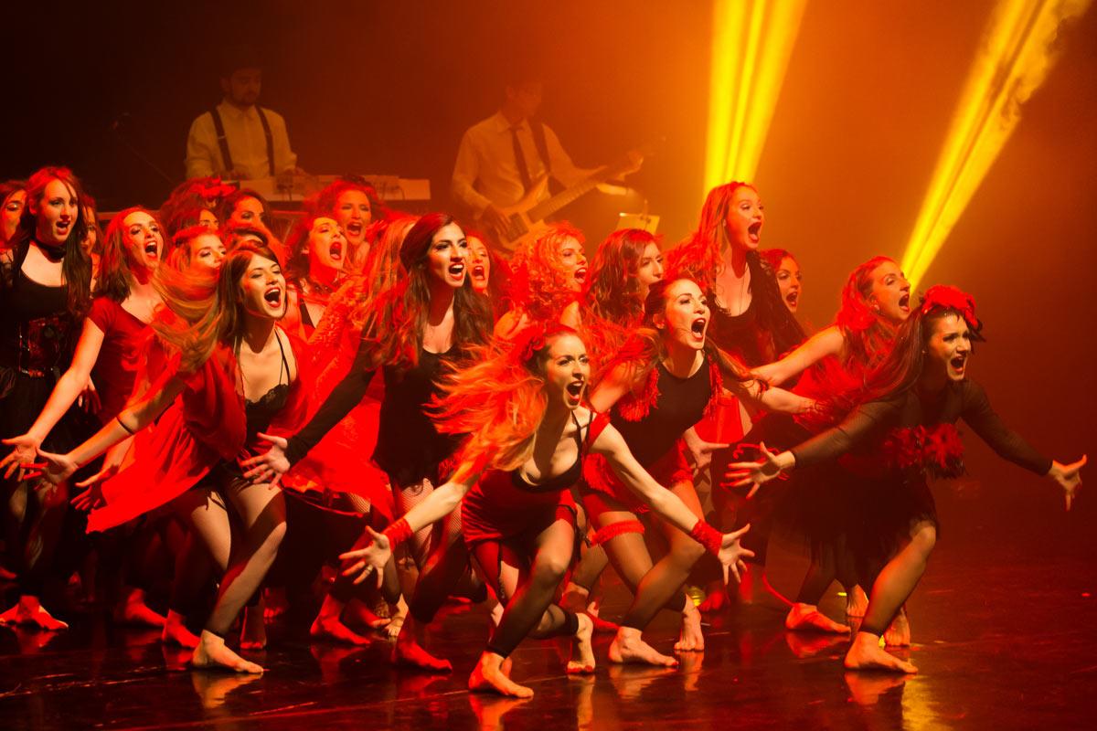 astralon-broadway-nights-girls-on-red