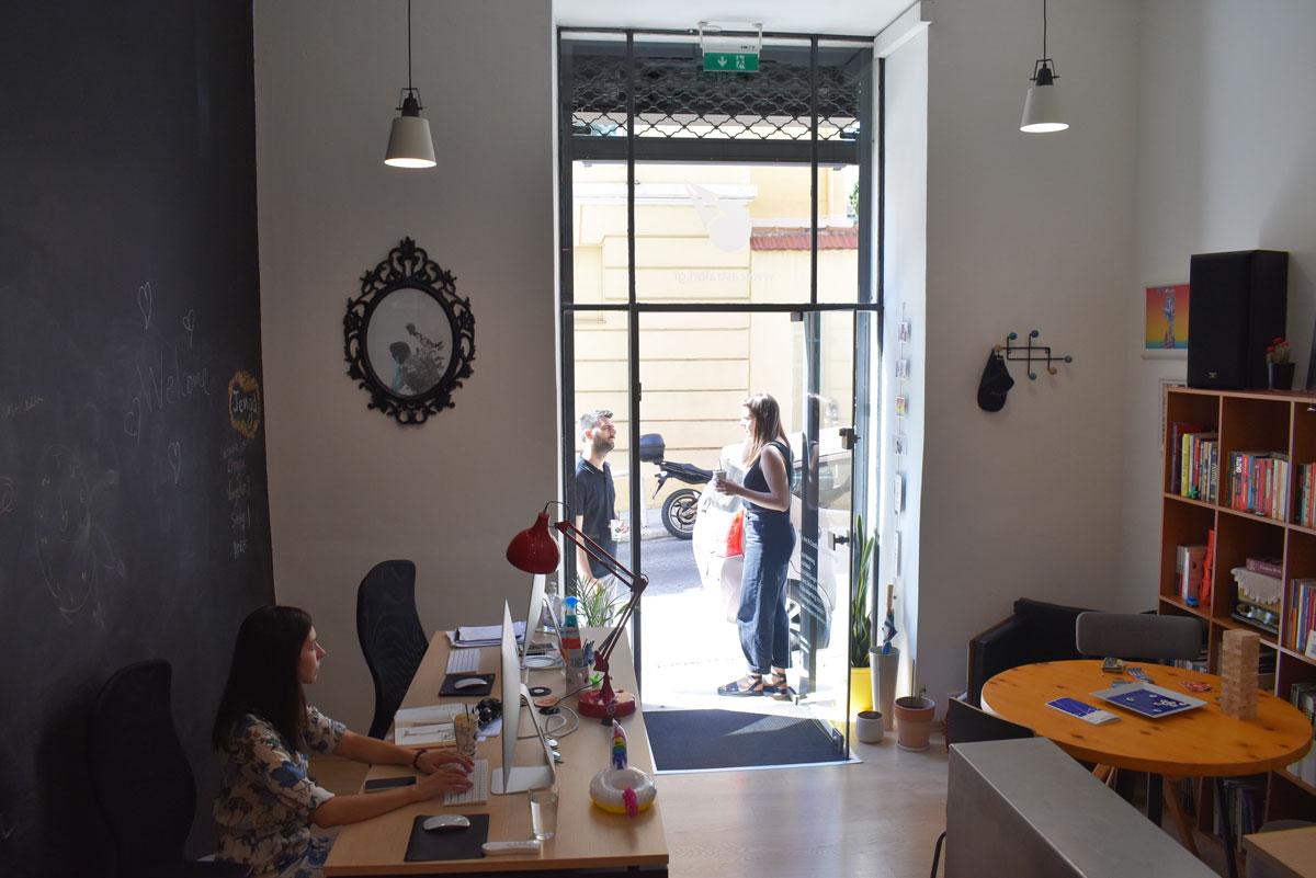 astralon-office-coffee-break