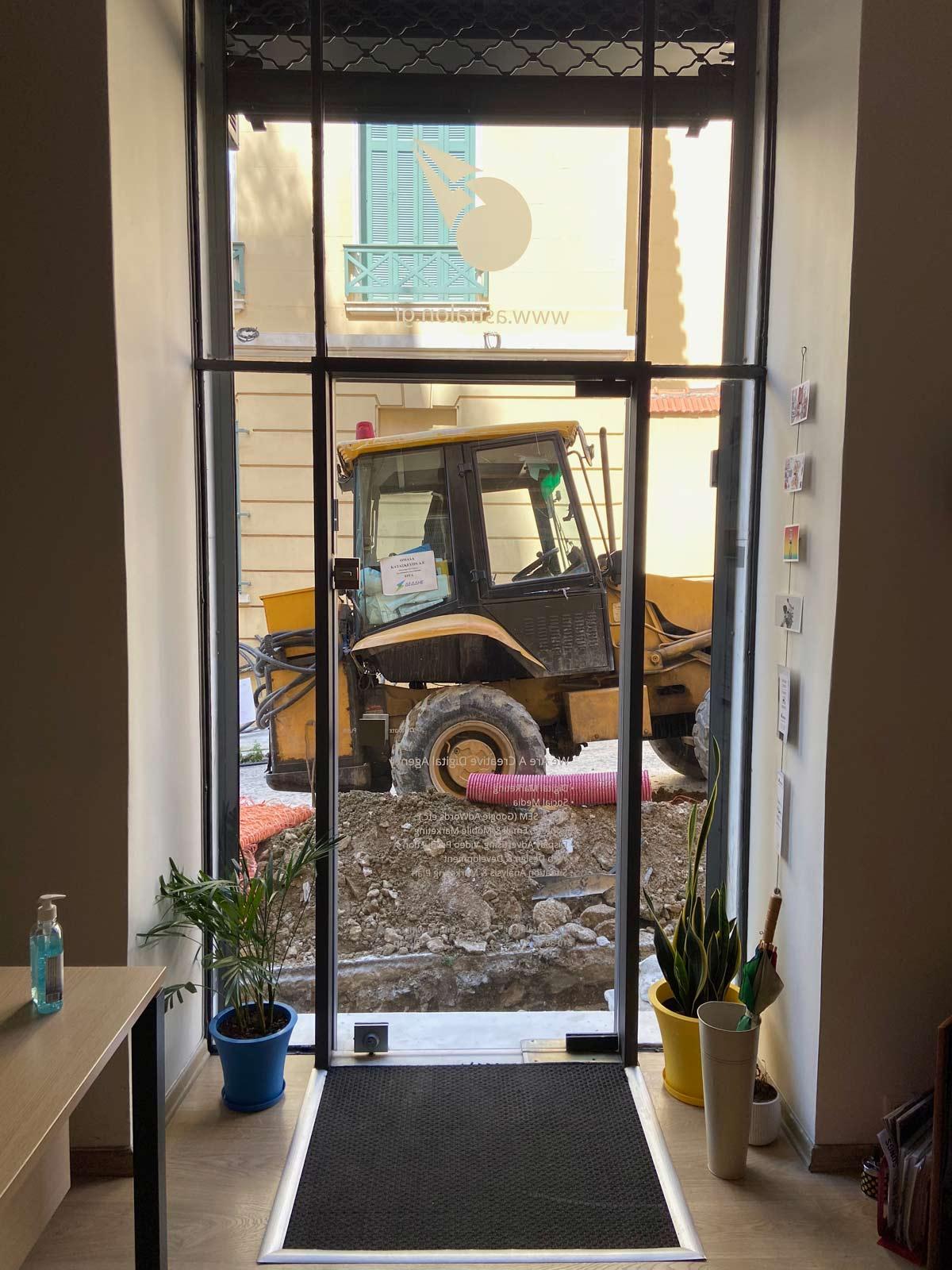 astralon-office-excavator