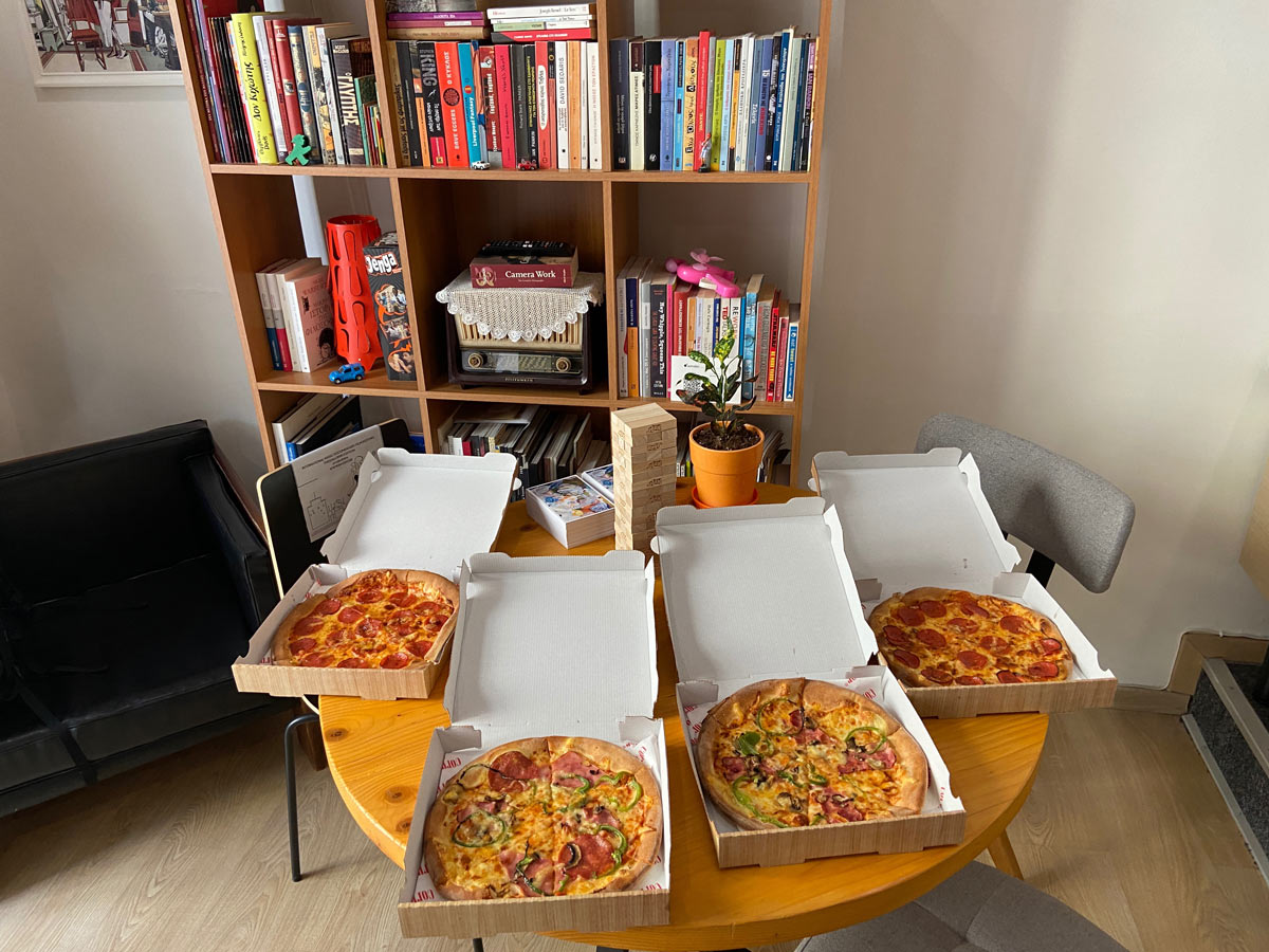 astralon-office-pizza-time