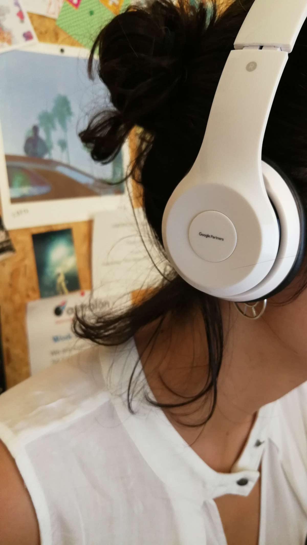 astralon-office-sissy-headphones