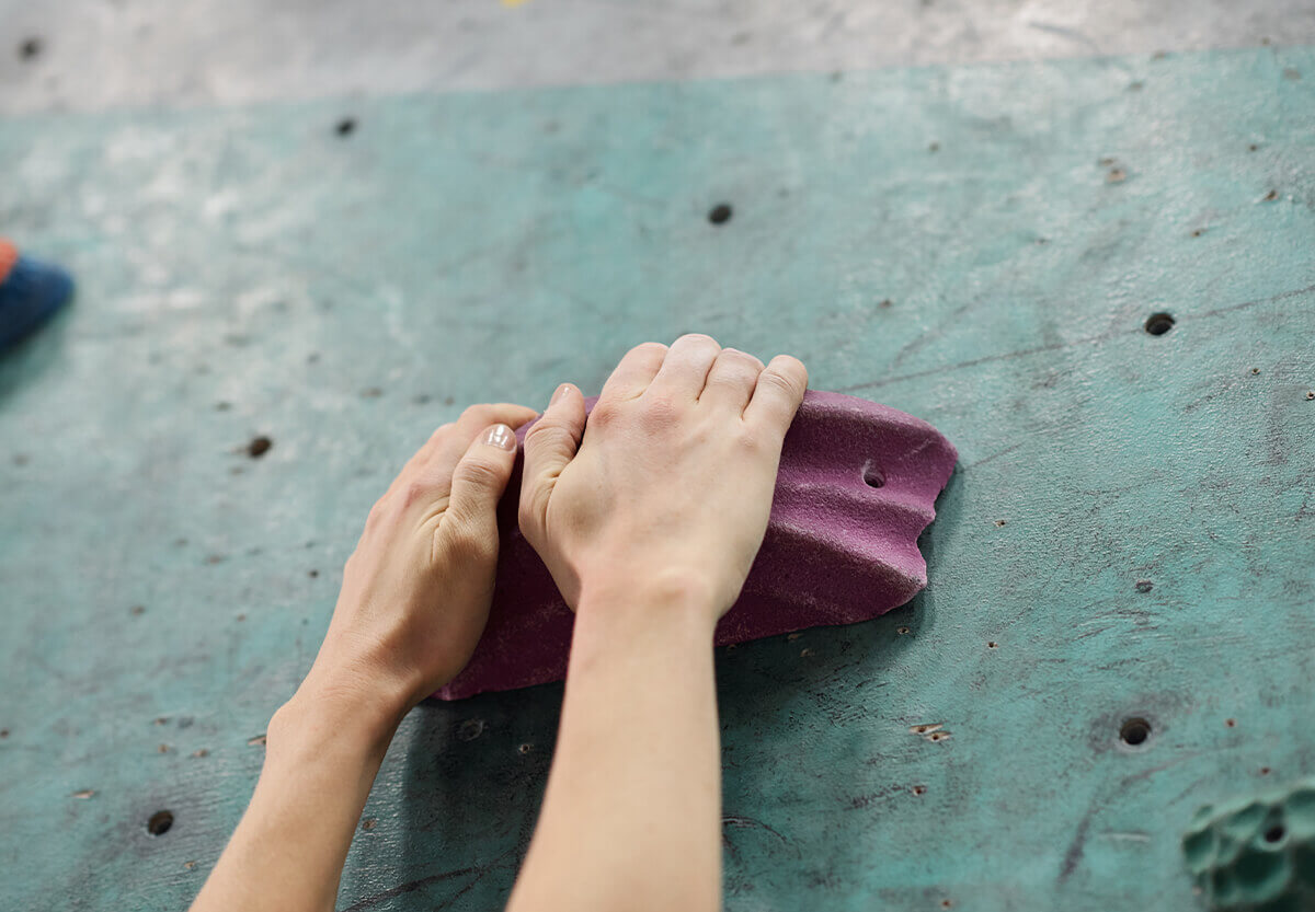 astralon-blog-september-remember-hands-climbing
