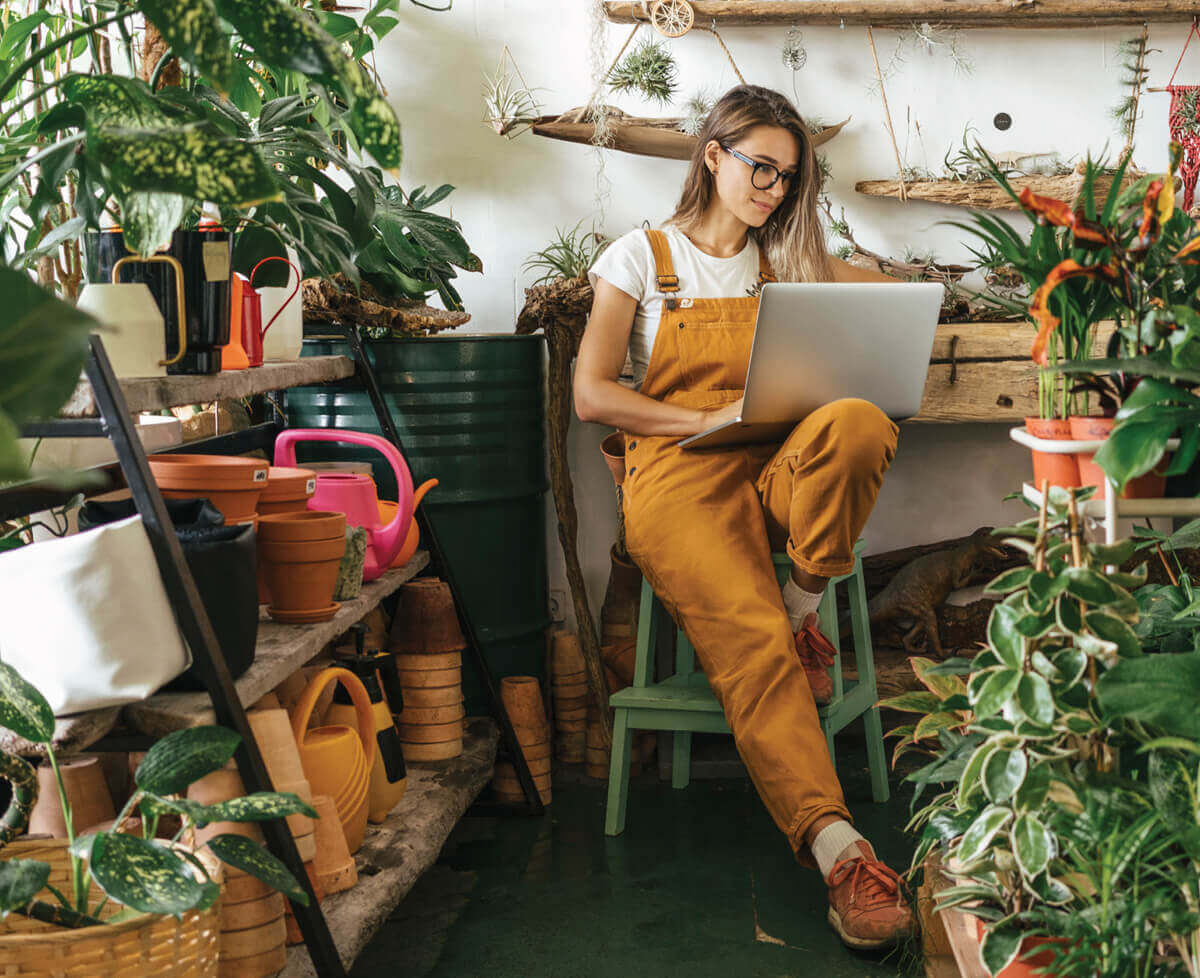 astralon-blog-september-remember-woman-plants